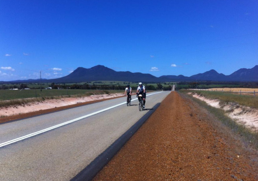 Craig & Andy with the Stirling Ranges as a backdrop.